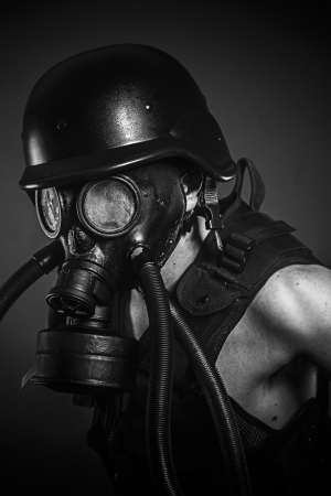 mascara gas: desastre nuclear, el hombre con máscara de gas, la protección Foto de archivo