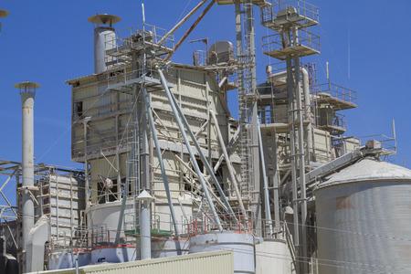 industria quimica: modernos de la industria y de las refinerías, los detalles de las tuberías y chimeneas