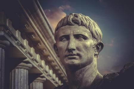 ローマのジュリアス ・ シーザー アウグストゥスの像。ローマの彫刻 写真素材