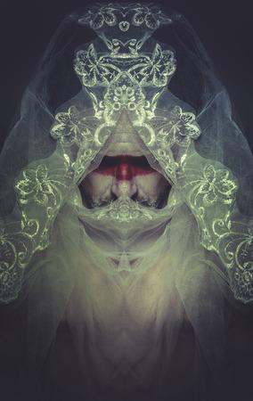 man met een wit kanten sluier, mysterie, nachtmerries Stockfoto