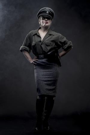 simbolo uomo donna: rievocazione, ufficiale donna tedesca, la rappresentazione di tirannia e l'oppressione