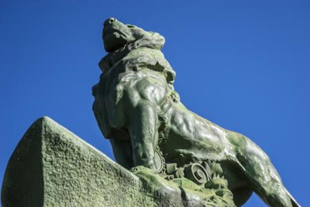 parque del buen retiro: Lion, classical bronze sculptures, Lake in Retiro park, Madrid Spain