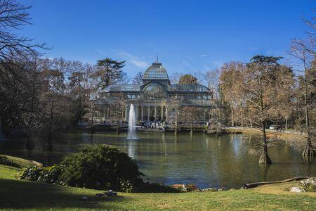 bosco: Lake, Crystal Palace in the Retiro park Madrid, Spain