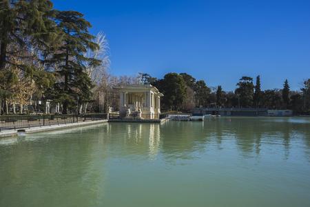 parque del buen retiro: Lake in Retiro park, Madrid Spain Editorial