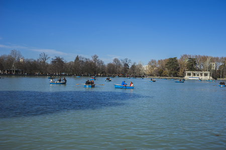 parque del buen retiro: Tourism, Lake in Retiro park, Madrid Spain