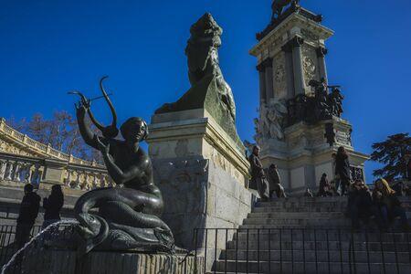 parque del buen retiro: Mermaid sculpture, Lake in Retiro park, Madrid Spain