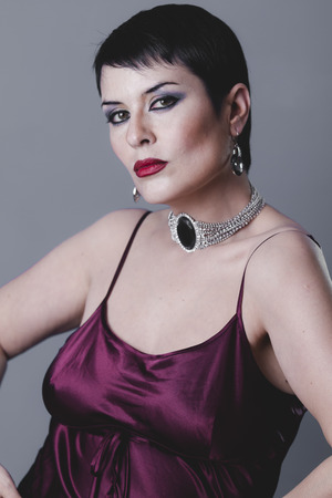 schwarze frau nackt: Sensual geste im Stil der 20er und 30er Jahre gekleidet