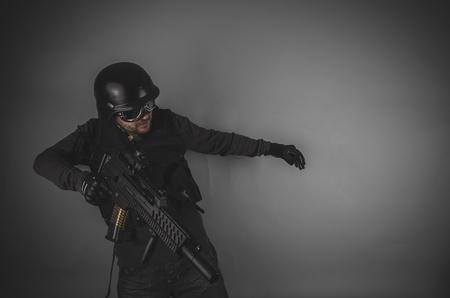 bulletproof vest: uniform airsoft player with gun, helmet and bulletproof vest on gray background Stock Photo