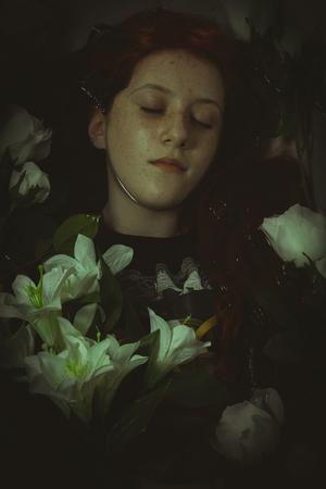 corpse flower: murder, young girl lying in water, romantic scene Stock Photo