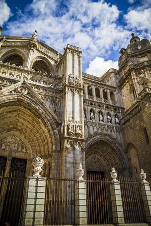 toledo: Toledo Cathedral facade, spanish church Editorial