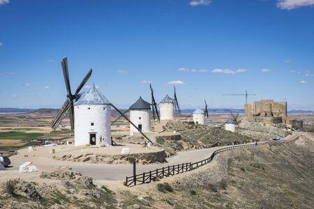 don quijote: Medievales, molinos de cereales m�tica Castilla en Espa�a, Don Quijote, el paisaje castellano con una arquitectura muy antigua
