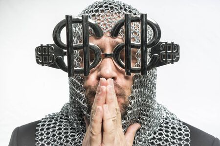 annoying: Payday, man with medieval chain mail and dollar-shaped glasses