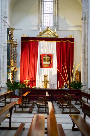 Heilige Week in Spanje, beelden van maagden en voorstellingen van Christus, geloofsbeelden in kerken en tempels van aanbidding van het christendom