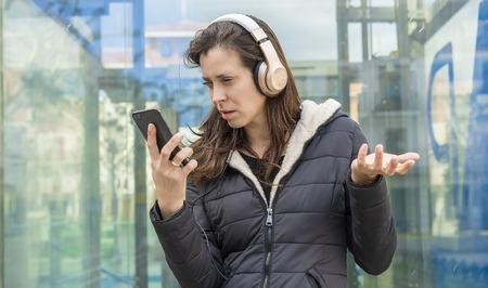 Während Mädchen Telefon Cheating Gleichberechtigung: Frauen