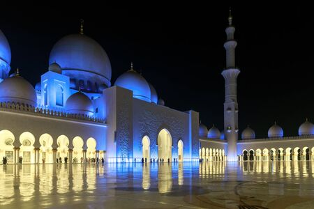 ABU DHABI, UAE, JANUARY 10, 2019: Magnificent view of the Sheikh Zayed Grand Mosque Redactioneel