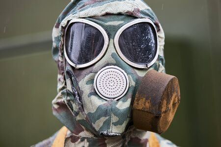 Individual modern gas mask of a Russian soldier, close-up. Banque d'images - 133844656