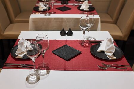 A table in a restaurant for two people waiting for visitors. Stockfoto