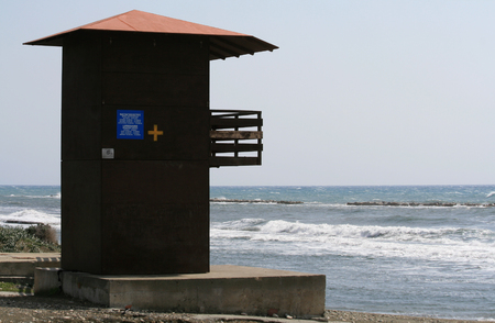 Wooden lifeguard hut by the sea Stockfoto