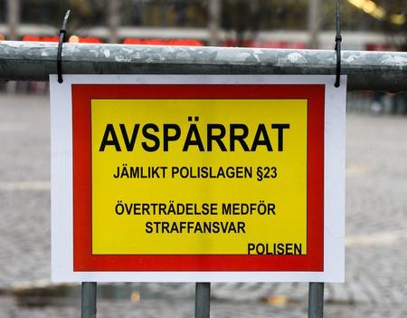 violation: Sueca lectura de la muestra: acordonada, Ley de la Policía igualitaria § 23, violación conlleva responsabilidad penal, la policía Foto de archivo