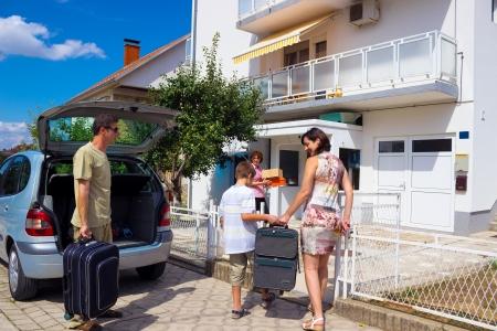 holiday home: La familia se muda a una nueva casa