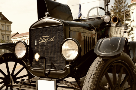 Zrenjanin, 세르비아; 07.09.2016. 포드 모델 T 1921에서 오래 된 자동차의 전시회; 전설적인 포드 모델 T