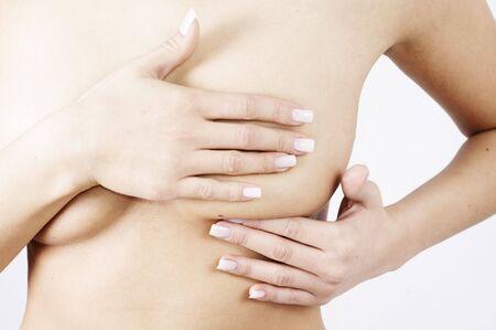femme se deshabille: v�rification des poitrines des signes de cancer du sein Banque d'images