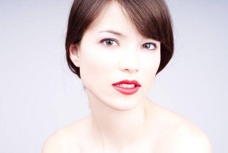 Portret van een jonge mooie vrouw