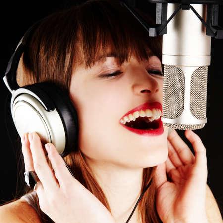 jonge kunstenaar vrouw in een studio opname Stockfoto