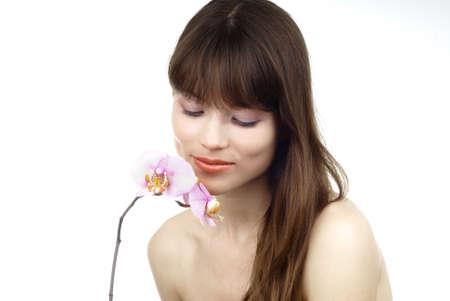 vrouw met een orchidee