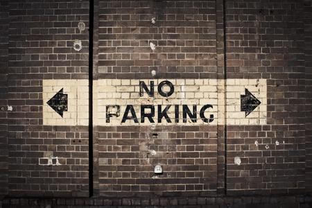 no parking: Pas de Parking