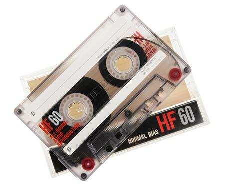 白い背景に分離されたカセット テープ