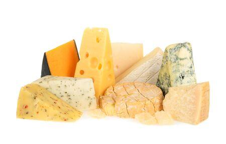 Vari tipi di formaggio isolato su bianco