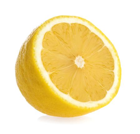 Rodaja de limón aislado fondo blanco.