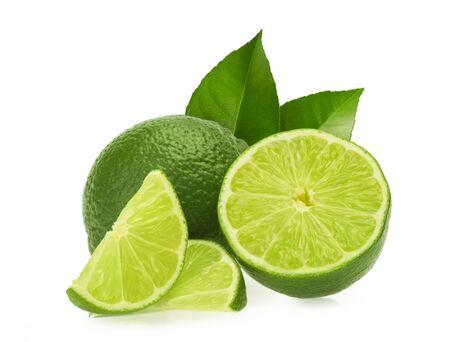 Citrons verts isolés sur fond blanc