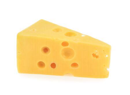 morceau de fromage fond blanc isolé