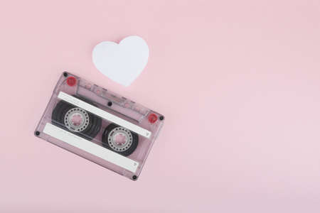 Audio cassette tape on pink backgound Banque d'images