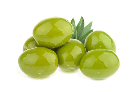 Green olives isolated on white background Banque d'images - 157063190