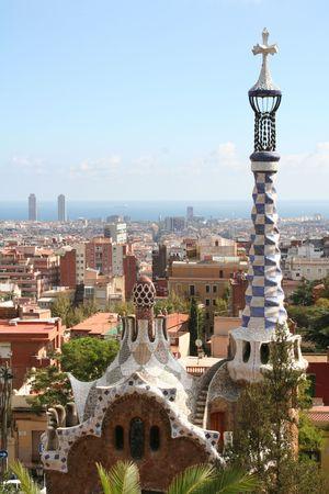 スペイン。バルセロナの都市。ガウディの公園のガウディの建物