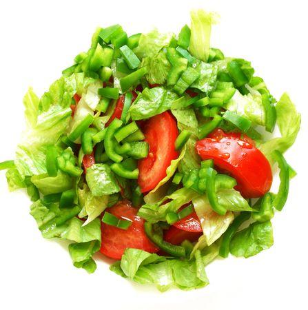 Vegetariana saludable ensalada sobre la placa blanca sobre blanco
