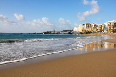 スペイン。カナリア諸島。グラン カナリア島。ラス パルマス デ グラン カナリア。冬のラス ・ カンテラス ・ ビーチ