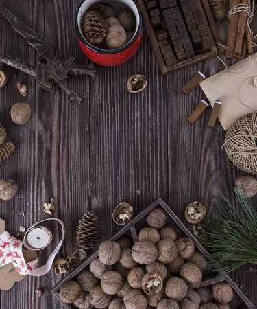 estrella: Christmas wooden background with gift, fir-tree, Walnut, pine cones. For poster, card, wallpaper and artwork