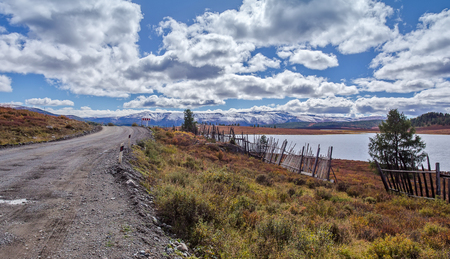 ulagan: road near the lake in the vicinity of the mountain pass Ulaganskiy. Altai, Russia Stock Photo