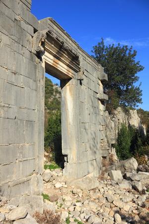 Roman temple: templo romano antiguo en Olympos, cerca de Antalya en Turquía