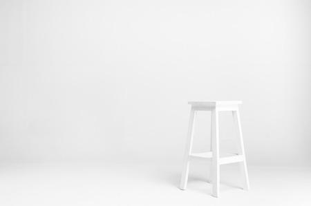 silla de madera: silla blanca con fondo blanco
