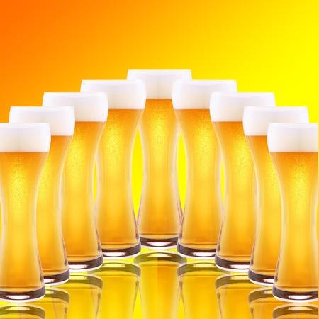beerhouse: A row of beer pints