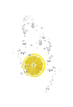 lemon water: slice of lemon in water