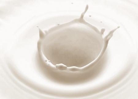 lait: �claboussure de lait versant isol� sur fond blanc Banque d'images