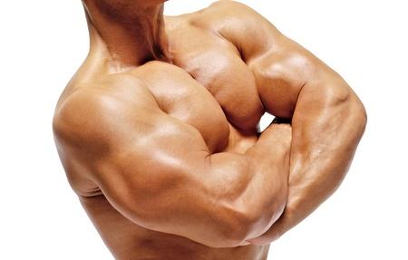 Ritratto di uomo giovane bodybuilder.