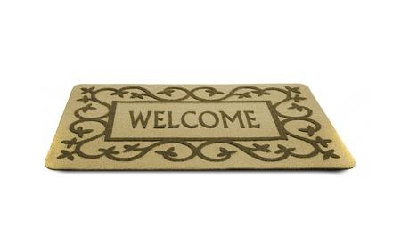 welcome door: Foto di uno zerbino di benvenuto isolato su uno sfondo bianco.