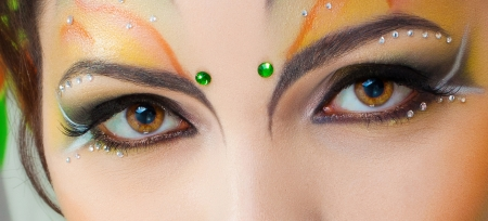 bollywood: Portret van schattig meisje met idnian make-up